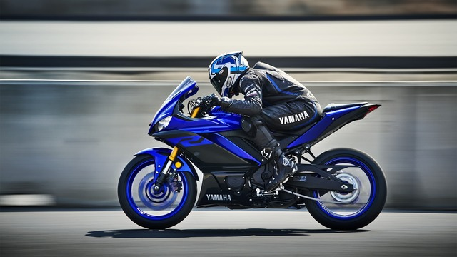 2019-Yamaha-YZF-R320-EU-Yamaha_Blue-Action-003-03