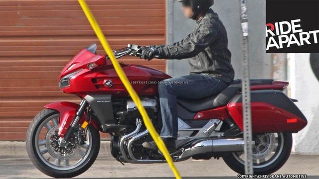 2014-Honda-CTX1300-Top-770x433