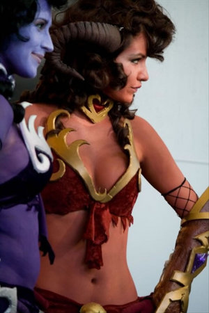 11-world-of-warcraft-cosplay-girls09