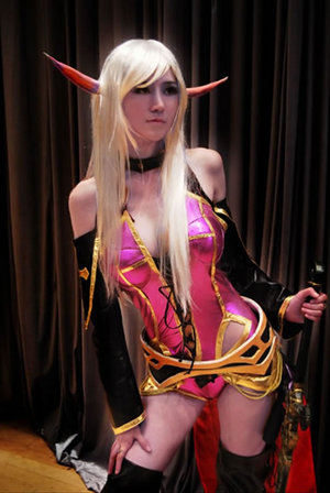 11-world-of-warcraft-cosplay-girls10