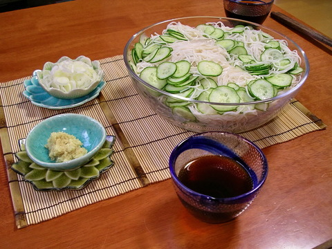 Somen_is_wonderfully_refreshing_summer_noodle_in_Japan