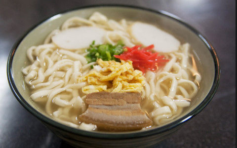 沖縄そばって美味しいのに流行らないって謎だよね?