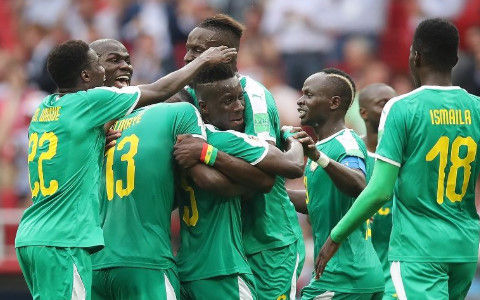 【ロシアW杯】セネガルの監督がナスDソックリで草wwwwwww