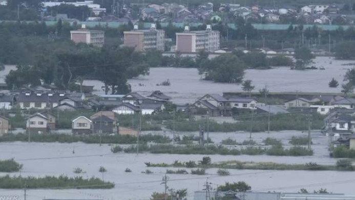 台風19号の大雨で長野の千曲川が氾濫