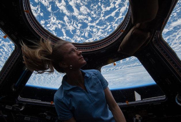 月に自由に行けるくらいに将来科学が発展したら劇的に生活が変わる?