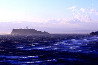 江ノ島は風強し