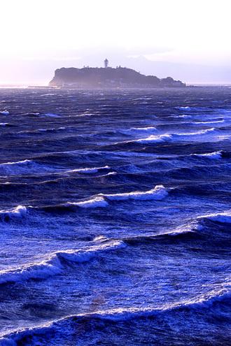 江ノ島は波高し