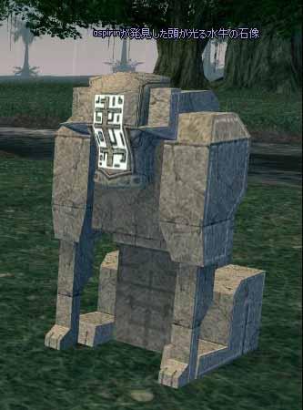 頭が光る水牛の石像