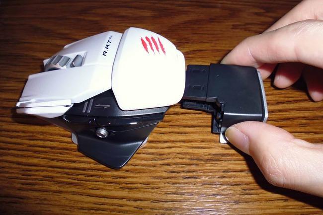 電池ボックス取り外しボタン