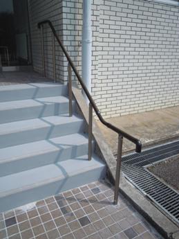 桜ホール前階段2