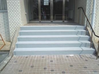 桜ホール前階段1