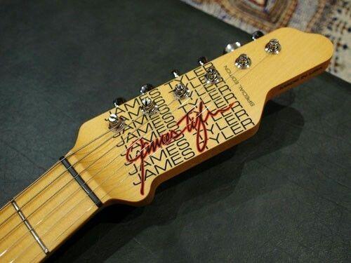 104043b002aa6fb3b70687fb9fbcb3df--signature-guitar