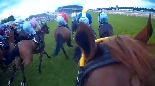【海外競馬】フランスギャロが凱旋門賞のヘルメットカメラ映像(ペリエ騎手に搭載)を公開