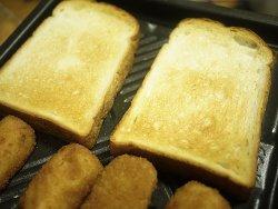 トーストとコロッケ