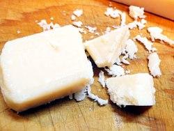 チーズを砕く