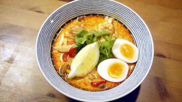 「オリオリスープ」(綿貫芳子)のエスニック風スープカレーうどん