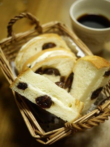 「ハクメイとミコチ」(樫木祐人)のブドウパンサンドイッチ