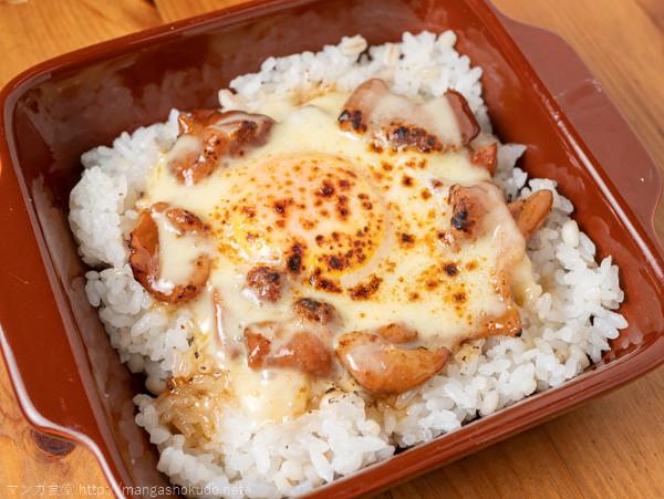 「山と食欲と私」(信濃川日出雄)の焼き鳥缶親子丼チーズのせ炙り