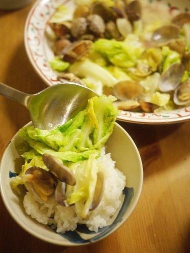 「深夜食堂」(安倍夜郎)14巻のアサリとキャベツの酒蒸し