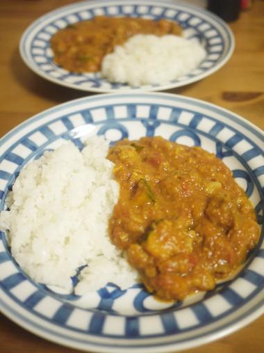 「ホクサイと飯さえあれば」(鈴木小波/講談社)の炊飯器で作る牛筋カレー