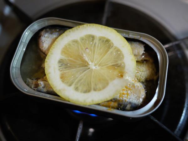 オイルサーディンの缶ごと焼き(工程)