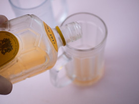 グラスにウイスキーとたっぷりの氷