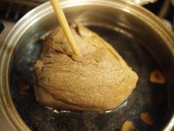 菜箸で火の通り確認