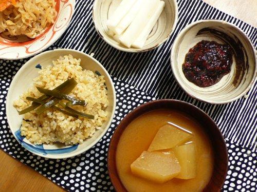 玄米ご飯と冬瓜のおみそ汁の夜食