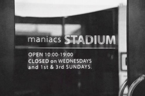 maniacs-STADIUM01
