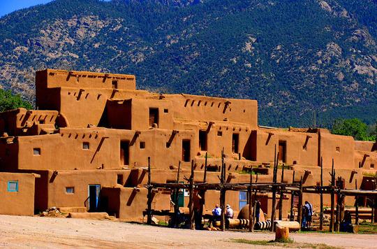 1024px-Taos_Pueblo2