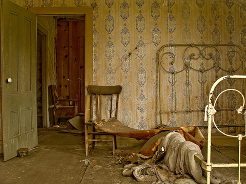 bodie-state-park-ghost-town-interior-bedroom-door-wallpaper_l