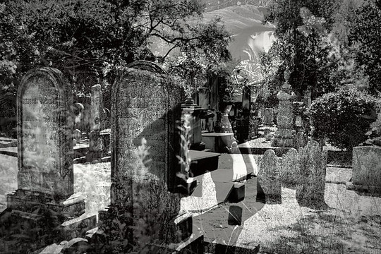 640px-Coming_Street_Cemetery_with_Ghost
