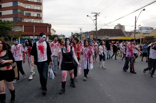 1024px-Pelotas_Zombie_Walk