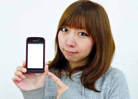 女の子とスマートフォン
