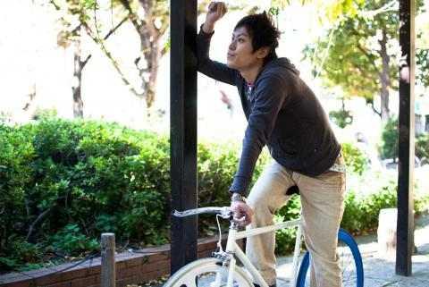 自転車にのった男性