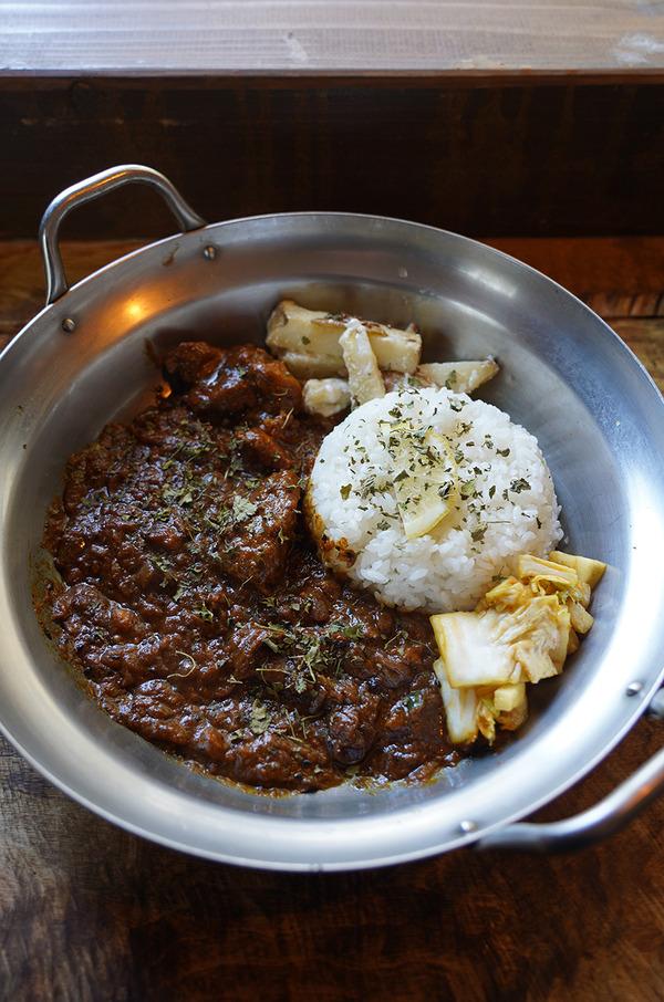 今年最後の岡垣町【CHOP CAMP】でヒロミチカレーなど。【とり焼肉エイト】でカレーおにぎり。昨夜の【イタリア食堂SACCO】など。
