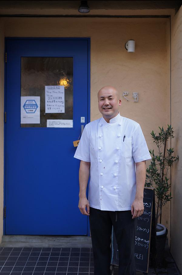 【四川料理 巴蜀】の荻野亮平オーナーの笑顔からの【FAKE IT COFFEE】。今夜木曜日22時からは『カレバカラジオ』の生放送。今夜のゲストは【覚醒の時刻】さんです。