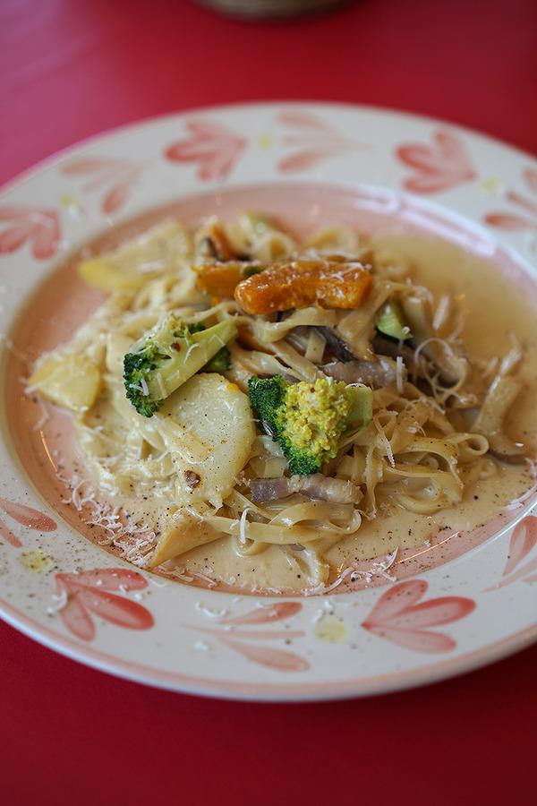 「カンパニョーラ」で自家製生麺のパスタ、からの「マスカル珈琲」でネルドリップのアイスカフェオレ。それと【カレバカ日誌】第二話公開。
