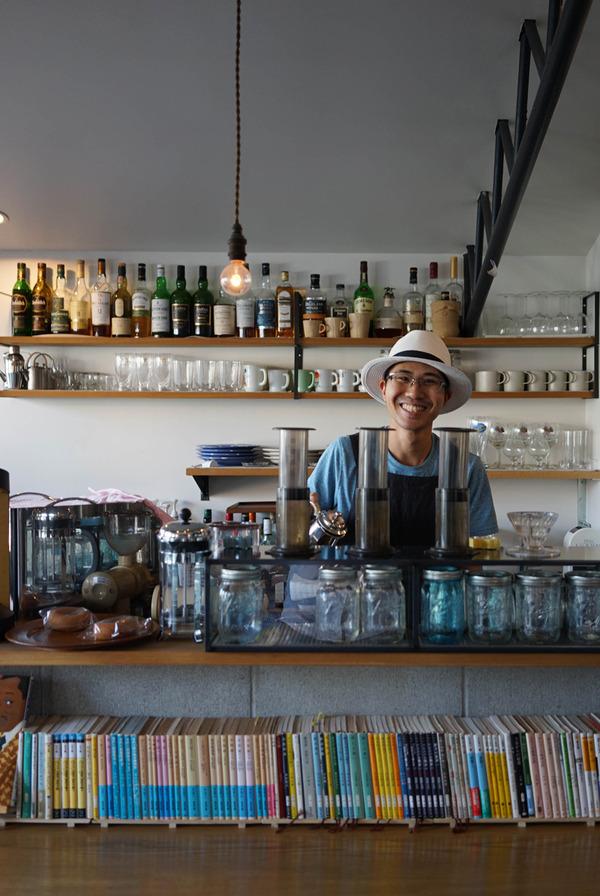 宇美町「K'z」のハムエッグホットサンドとビターコーヒー。