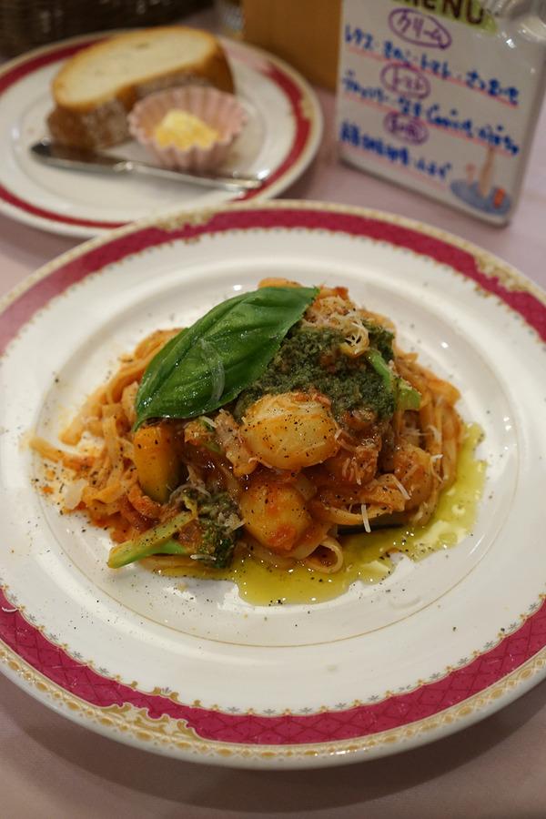 月隈「カンパニョーラ」でトマトソースのパスタセット。その前に、真鯛のスモークがまた美味しかった。