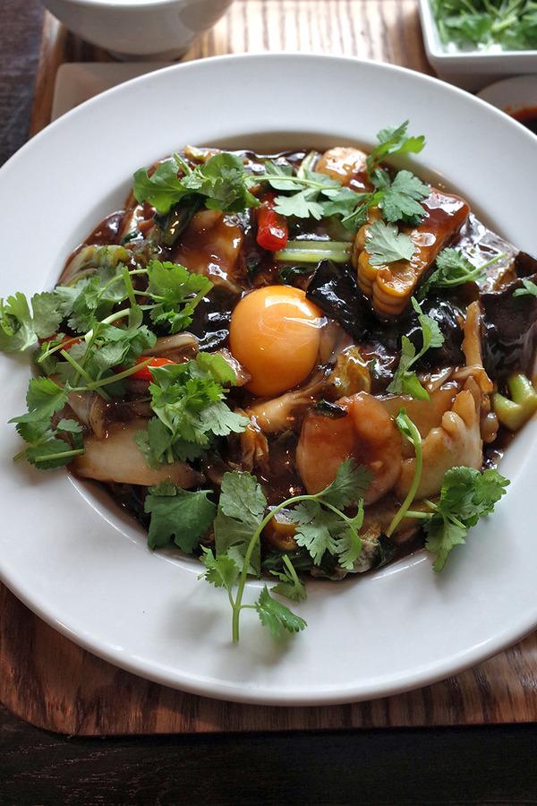 「杏仁荘」で中華丼(改)。