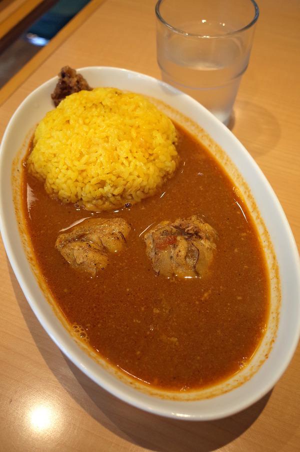 お昼は「マサラキッチン」でTシャツ買って、夜は「MOMENT COFFEE」でうどん食べて「Farol」というスペインバルへ。