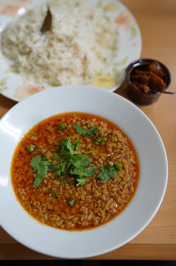 【マルハバ】【インド食堂ワナッカム】【FAKE IT COFFEE】。今夜木曜日22時からは『カレバカラジオ』の生放送。ゲストは【キャンチョメ102】さんです。