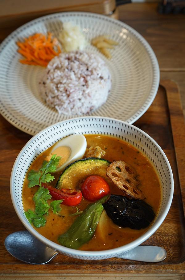 志免町【うちゅうや】でスープカレーからの岩田屋に出店中の【Nishimura Takahito La cuisine creativite】へ。夜は【洋風食堂 枝】でミックスフライランチ。
