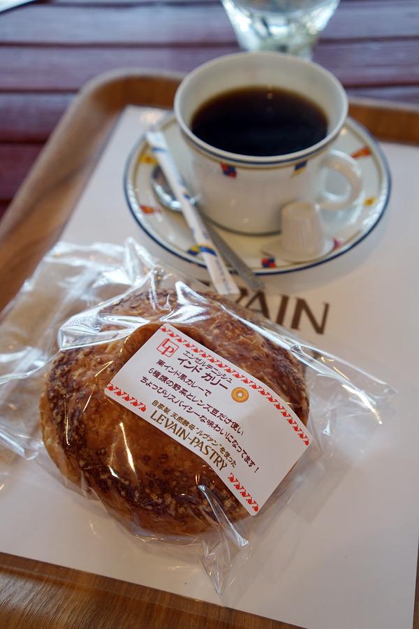 東区若宮「ルヴァン・パストリー」でインドカリーパンをイートイン、からの「めん家 鉄」と「手作りパンの喫茶店ほのか」