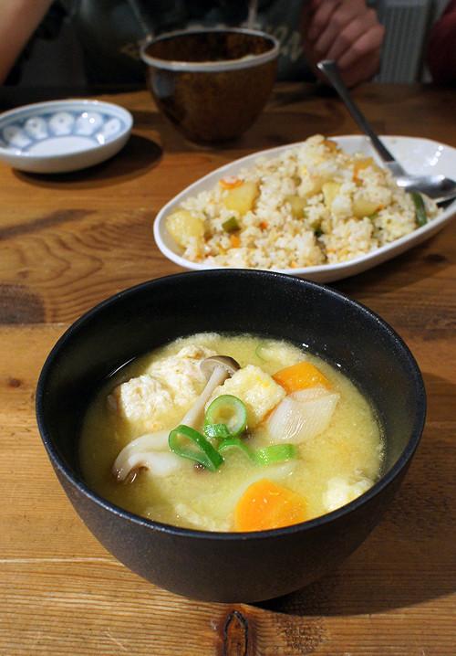 久しぶりにうちご飯。鶏つくねの野菜たっぷりな味噌鍋うどん。