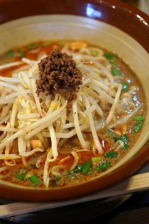 志免町「めん家 鉄」で担担麺と海老炒飯。