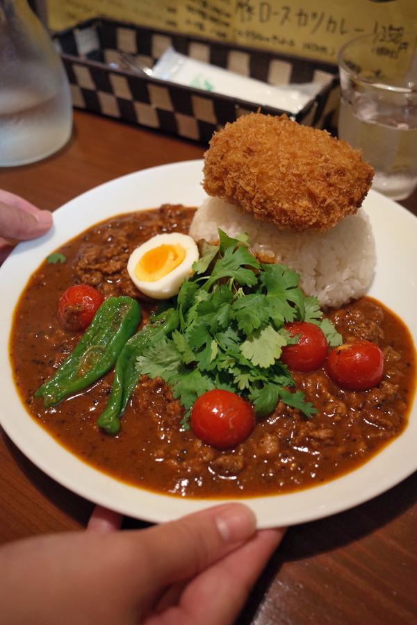 夜は「オカノカリー」でいつものカレー、からの「そふ珈琲」。昼は「あすか食堂」で煮さば定食。
