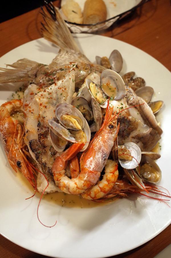 """「スペイン料理レストラン LENTE」で""""鯛のお頭""""からのスペインバル「Farol」。"""