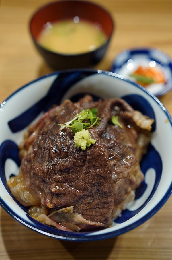 昨夜は【にく豆腐 しげ子】で牛丼からの【珈琲小林】。今日のお昼は【頤和園 博多駅前店】で中華ランチ。